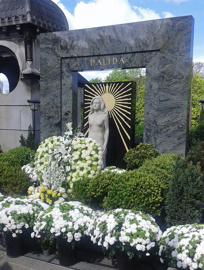 Le cimetière de Montmartre, un site pittoresque au pied de la Butte.
