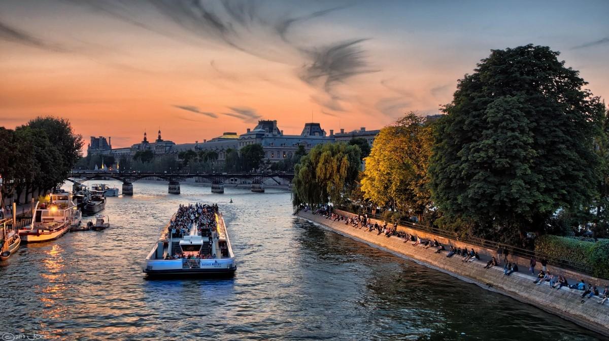 Week-end en amoureux à Paris : balade en bateau sur la Seine